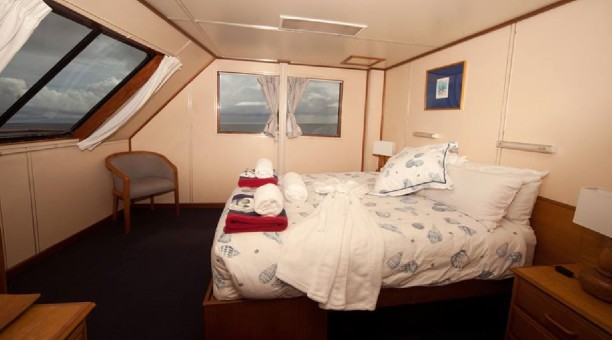 Top Deck Club, Double Cabin